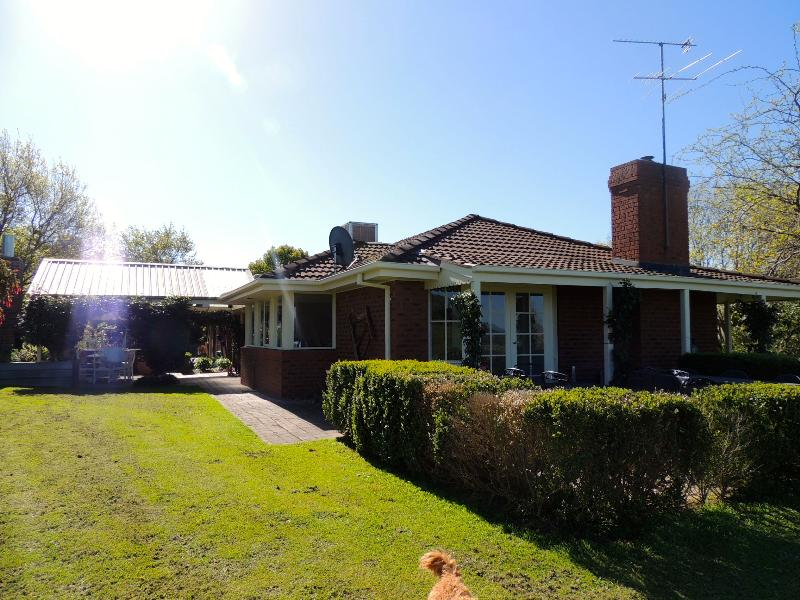 Property For Sold 1229 Table Top Road Table Top NSW 2640 2