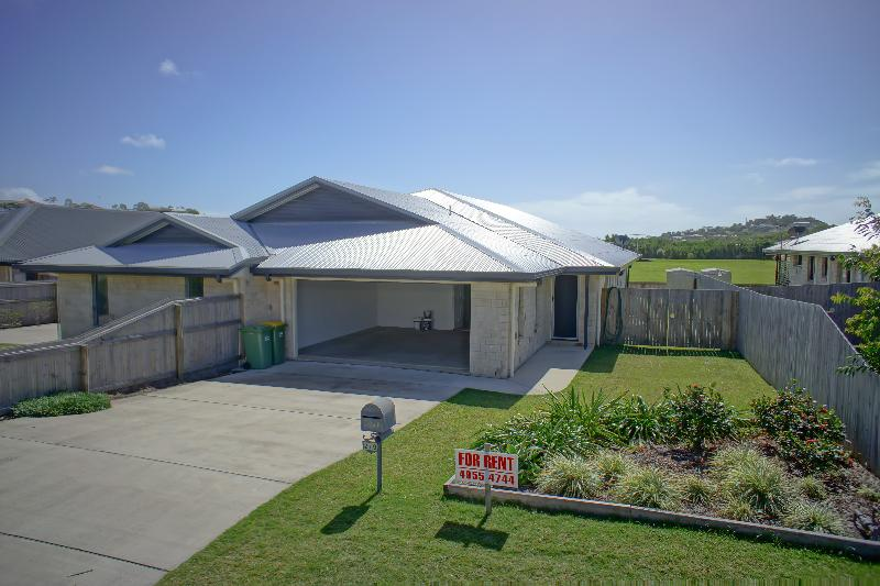 Property For Rent 2/11 Collins Court Eimeo QLD 4740 2