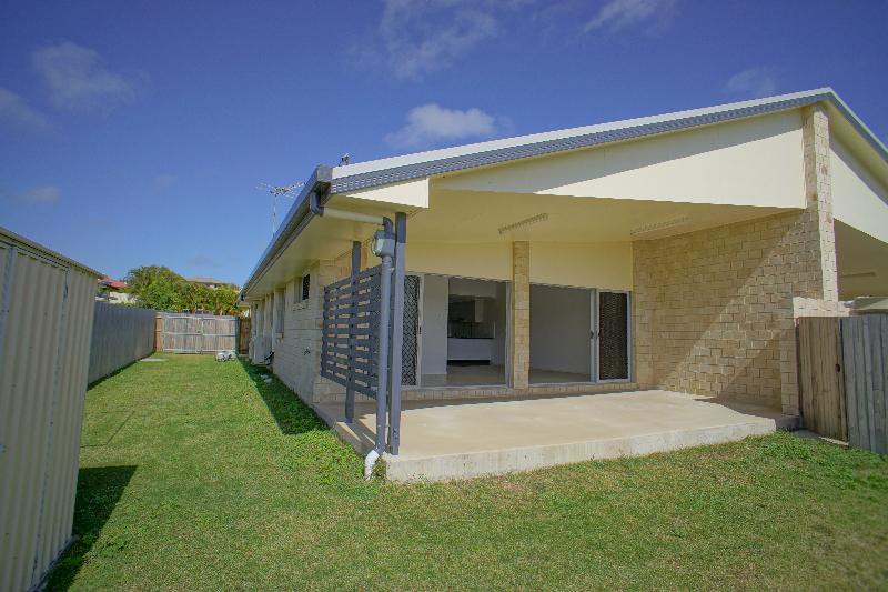 Property For Rent 2/11 Collins Court Eimeo QLD 4740 9