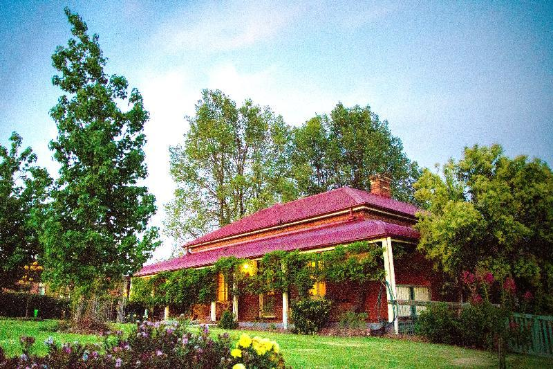 Property For Sold Tumut 2720 NSW 1