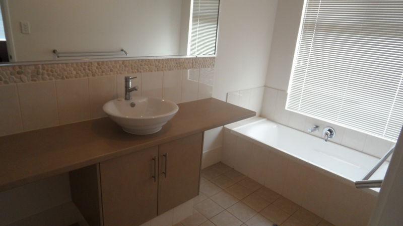 Property For Sale 14 Coastside Crescent Glenfield WA 6532 12