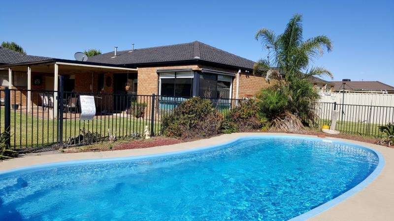 Property For Sold 7 Walla Place Glenfield Park NSW 2650 3