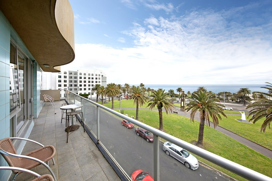 Property For Sale 21/4 Alfred Sq St Kilda VIC 3182 2