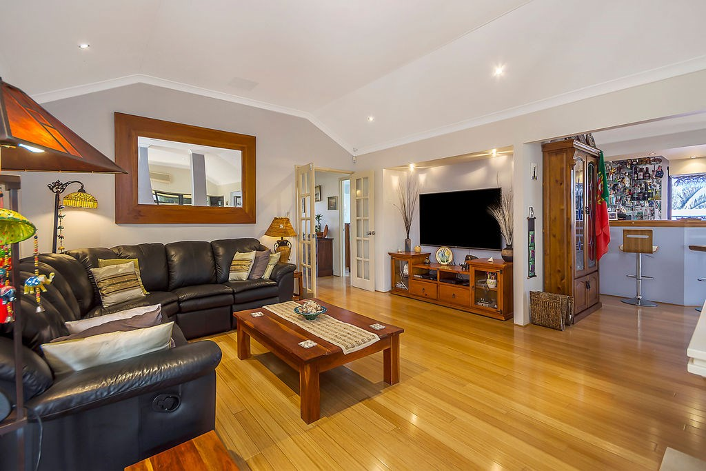 Property For Sold 60 Zlinya Circle Spearwood WA 6163 5