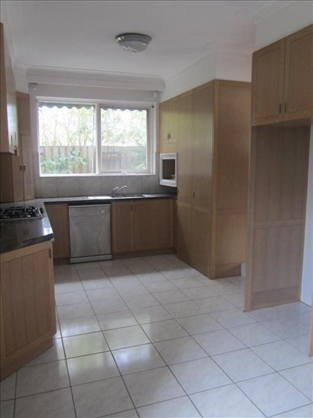 Property For Rent 2/5 Sylverly Gv Caulfield VIC 3162 2