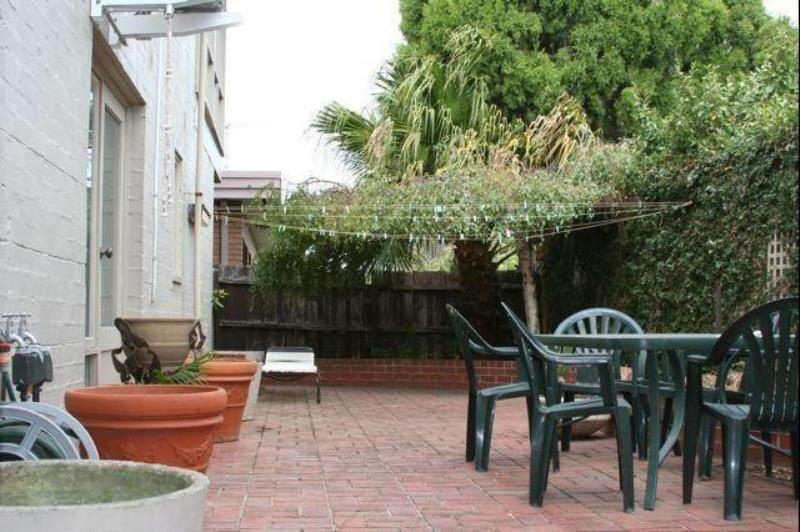 Property For Rent 2/5 Sylverly Gv Caulfield VIC 3162 4