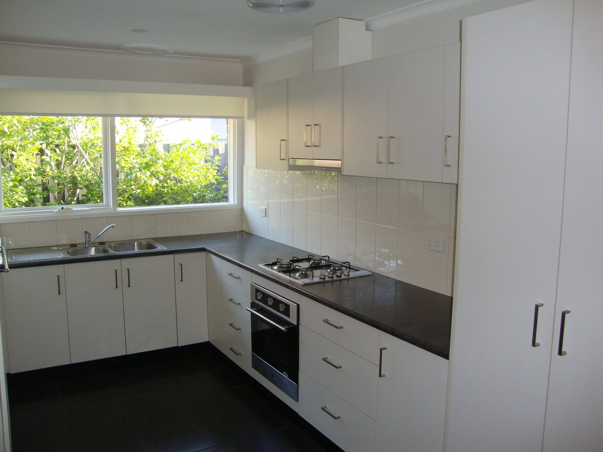 Property For Rent 2/18 Golf Links Avenue Oakleigh VIC 3166 2