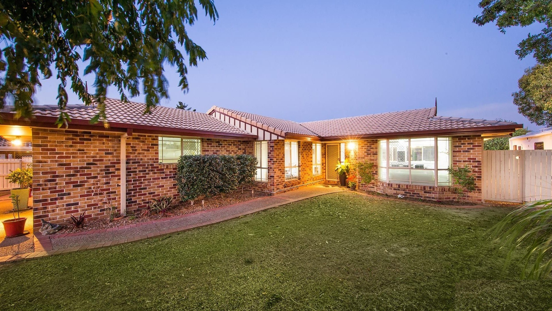 32 Springfield Crescent Parkinson QLD 4115