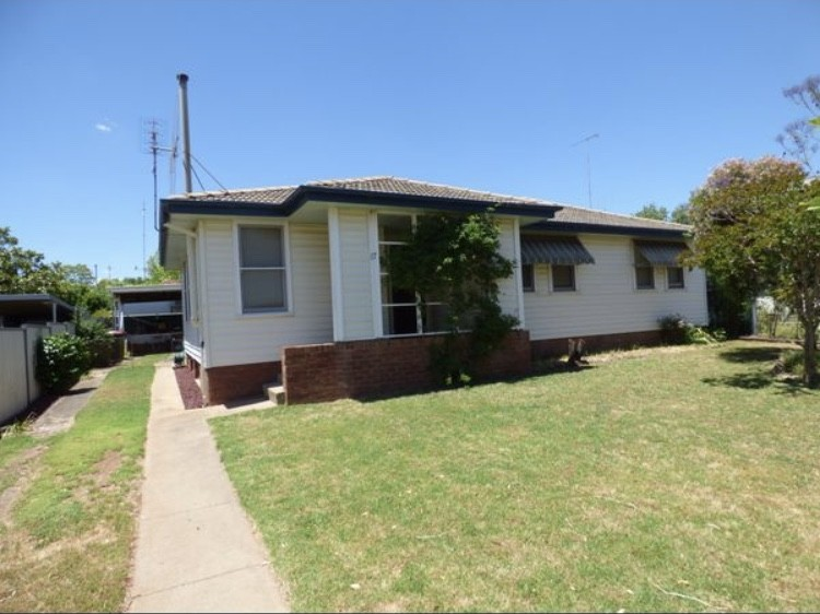 17 Holloway Street Forbes NSW 2871