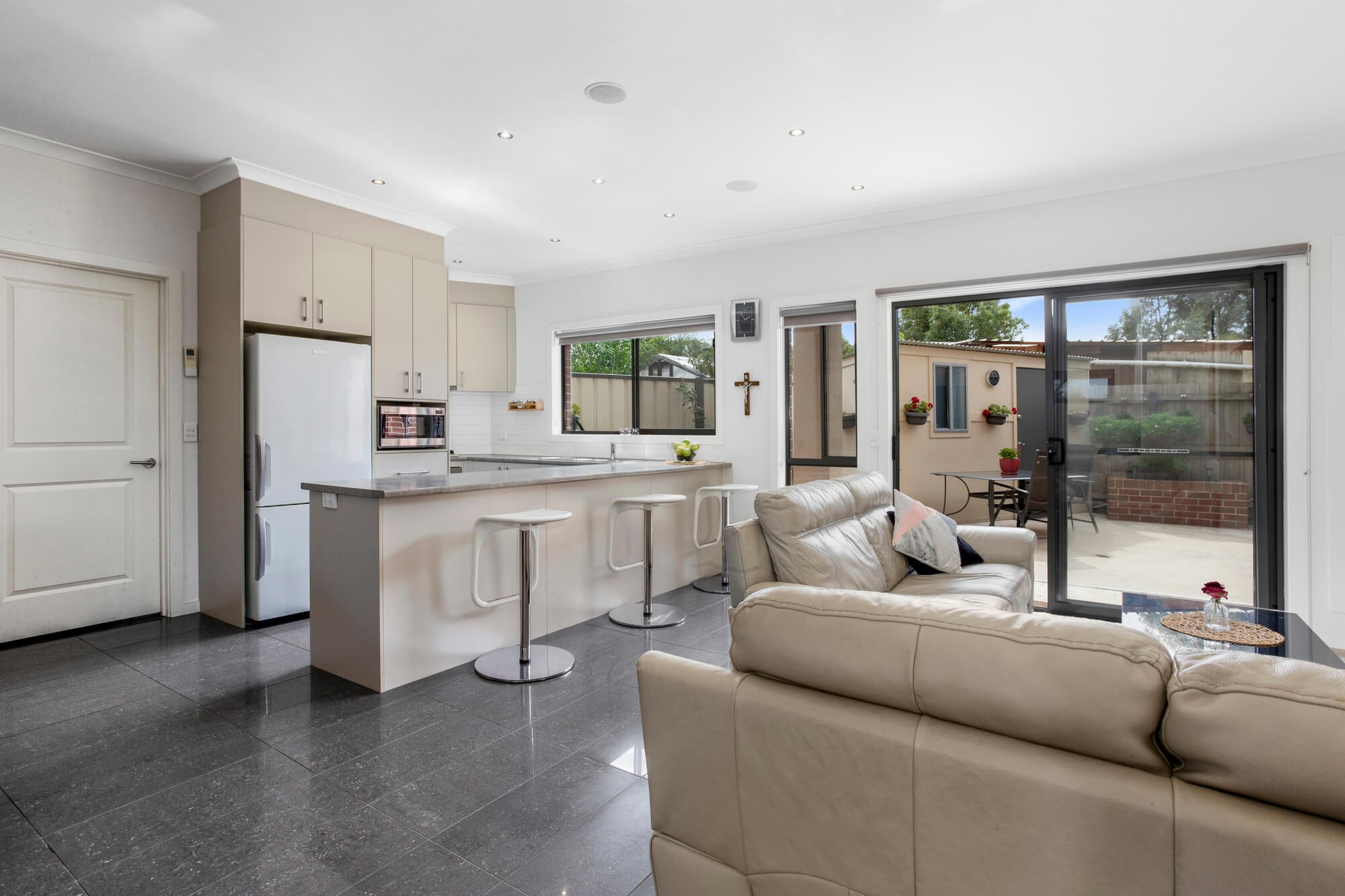 Property For Sale 2/4 Kerry Court St Albans VIC 3021 2
