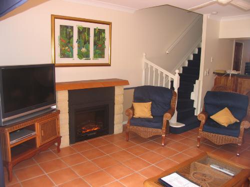 Property For Sale Lake Tinaroo 4872 QLD 2