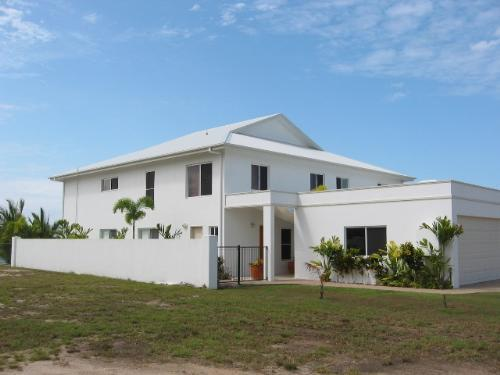 Property For Sale Cardwell 4849 QLD 2